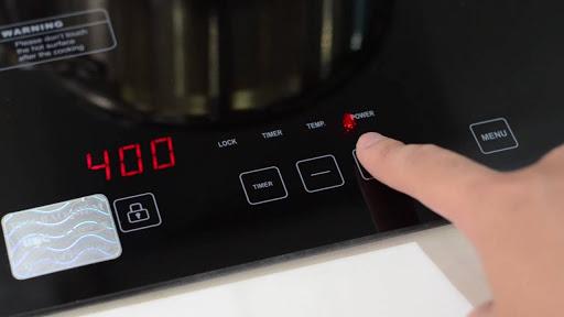 Chefs EH-DIH2000A được người sử dụng lớn tuổi đam mê bởi bàn phím bấm ký hiệu đơn giả